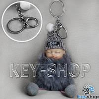 Серый пушистый меховой брелок куколка, на сумку, рюкзак с кольцом и карабином