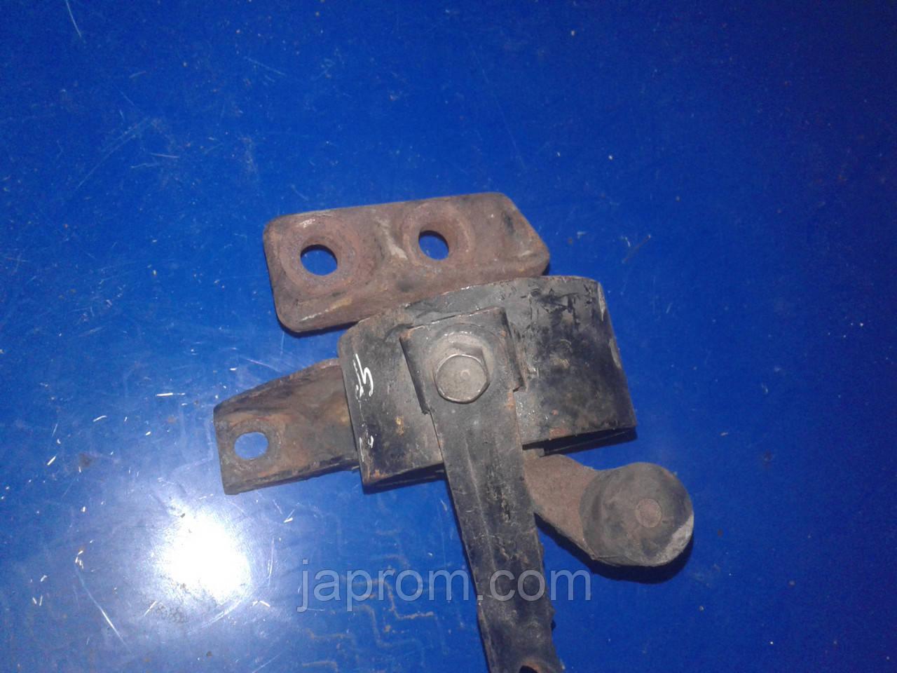 Подушка (опора) двигателя праваяMazda 626 GF 1997-2002г.в. 1,8\2,0 бензин МКПП