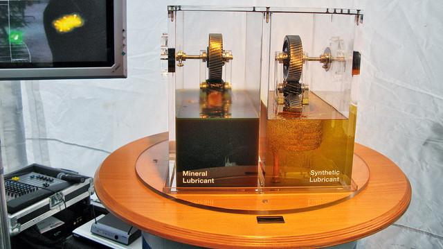 Сравнение загустевания минерального и синтетического масла при  низкой температуре