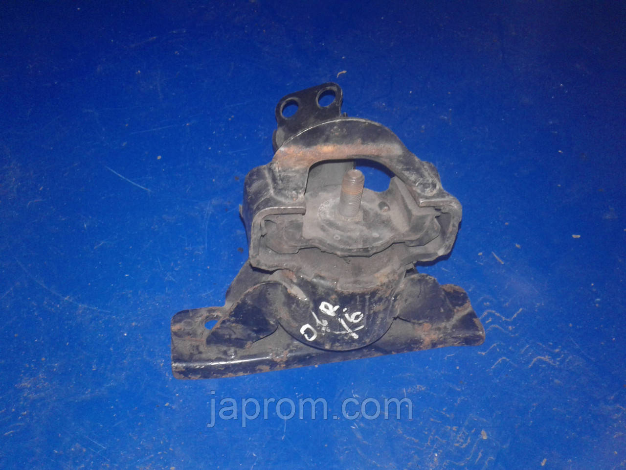 Подушка (опора) двигателя правая Mazda Xedos 6 1992-1999г.в. 1.6 бензин