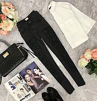 Орнигинальные зауженные джинсы H&M с декоративной вставкой в тон  PN1810140