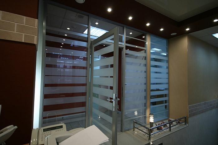 Перегородки из стекла, изготовление и монтаж