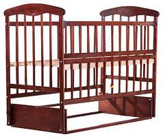 Детская кроватка Наталка ОТМО с откидной боковинкой и маятником ольха темная