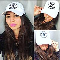 Женская кепка белого цвета