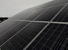 Поле фотомодулей JA SOLAR JAP6 60-265 на крыше