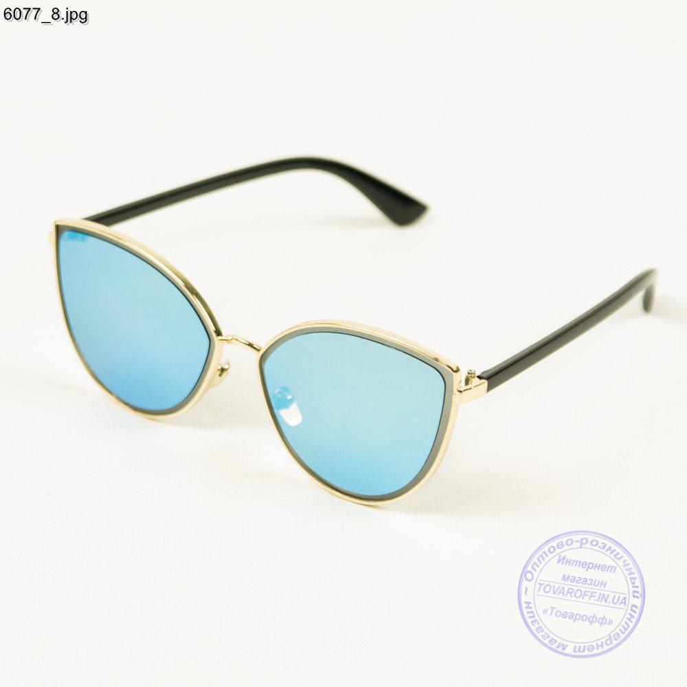 Оптом сонцезахисні окуляри жіночі - Сріблясті з блакитними лінзами - 6077/2