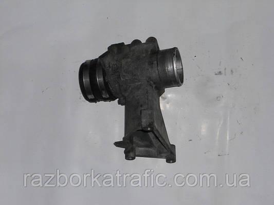 Кронштейн клапана EGR 2,5 на Renault Trafic, Opel Vivaro, Nissan Primastar
