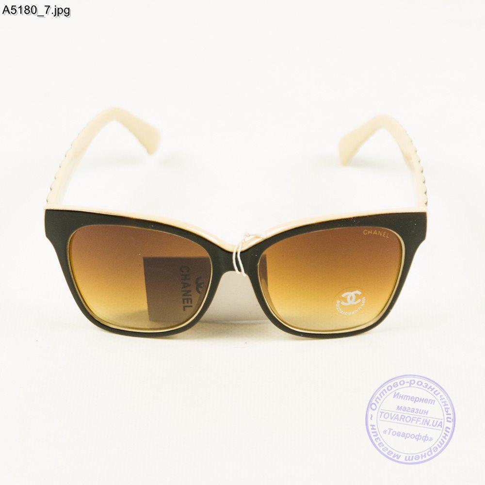 fa889ee6813b Оптом брендовые солнцезащитные женские очки Chanel - Черные с бежевым -  А5180 1, ...