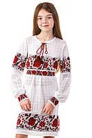 Вязаное платье для девочек с красными цветами