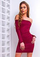Короткое платье с открытыми плечами из замши