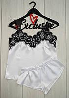 Белый комплект пижамы: майка с черным кружевом и шортики