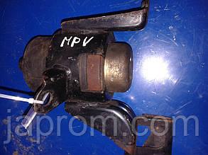 Подушка (опора) двигателя правая Mazda MPV (ІІ) 1999 -2006 г.в. 2.0 дизель