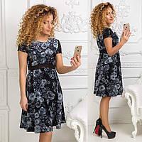 Красивое бархатное платье цветочным принтом