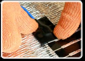 Изолируйте клеммы с двух сторон с помощью электроизоляционного скотча, что идет в комплекте теплого пола. Так же наложите еще один слой электроизоляции с помощью специальной изоляционной ленты.