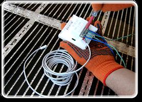 Завершающим этапом будет установка под инфракрасную термопленку термодатчика и подключения терморегулятора. Внимание! Суммарная мощность термопленки не должна превышать разрешенную мощность термостата.