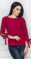 Блуза с разрезом на рукаве малиновая
