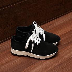 80142  Женские кроссовки на белой подошве. Черные из замши