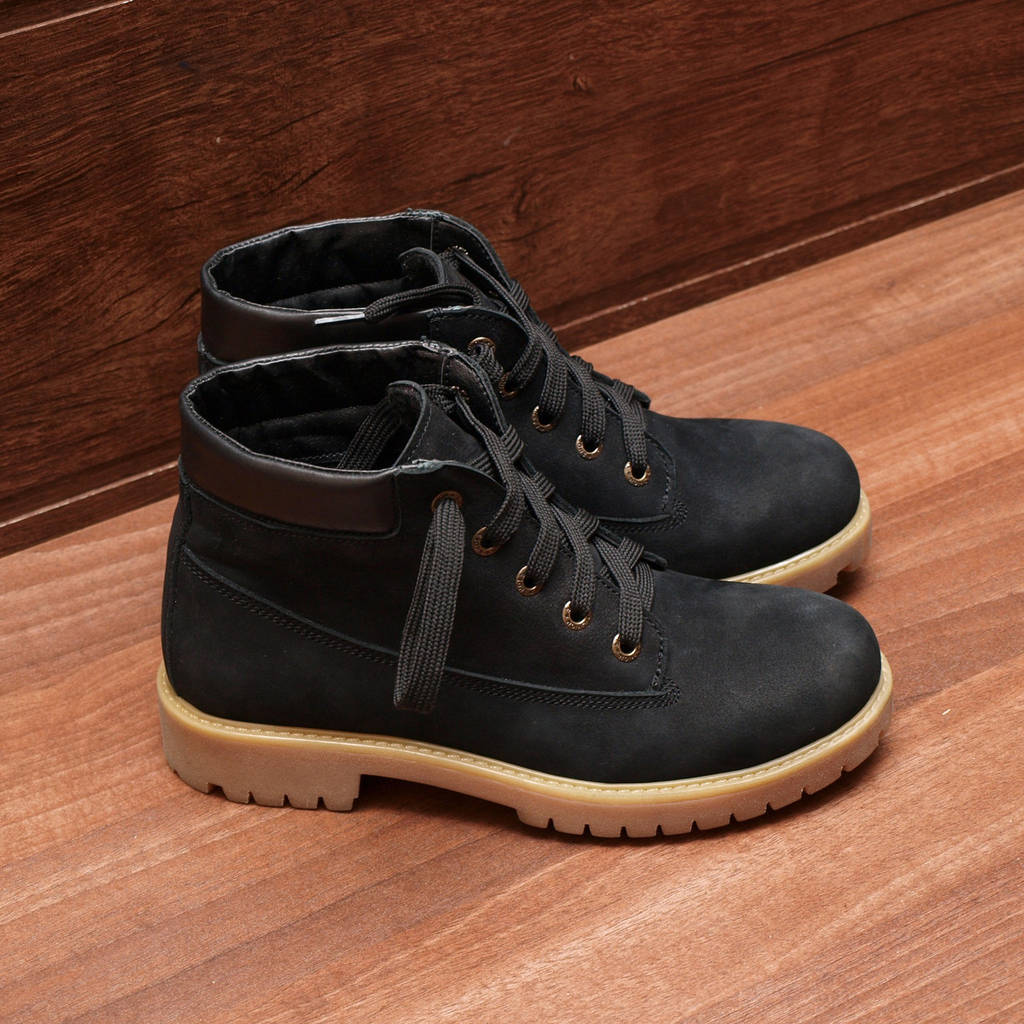 80031| Женские ботинки демисезонные на низком ходу и шнуровке. Черные из натуральной замши