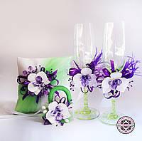 Очень яркий свадебный набор с орхидеями.