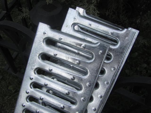 Дренажная решетка из оцинкованной стали Камп