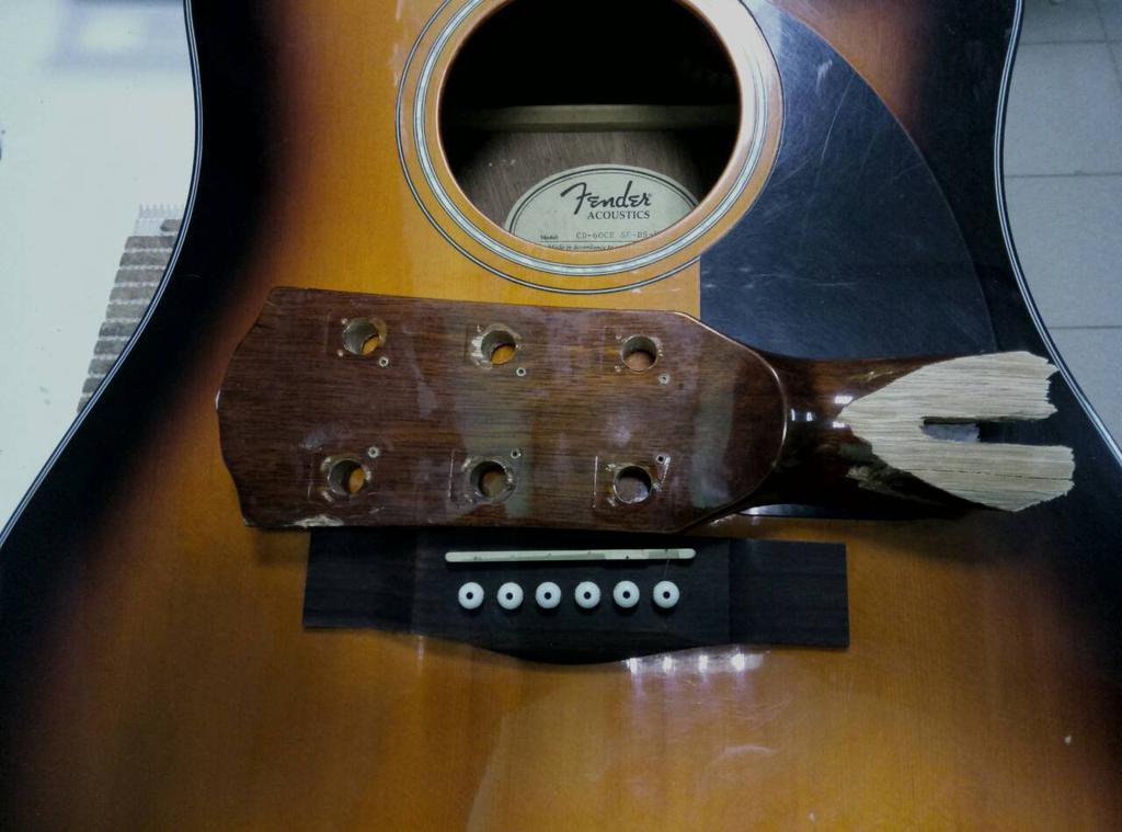 Склейка излома головы грифа Fender CD-60 CE