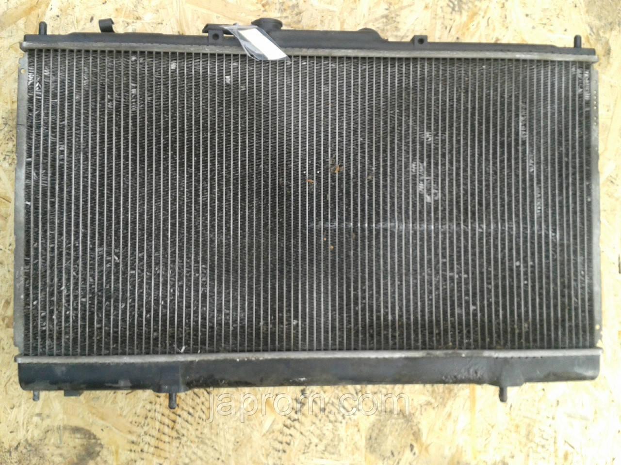 Радиатор охлаждение двигателя Mitsubishi galant 8 1996-2003г.в. 2.4 бензин