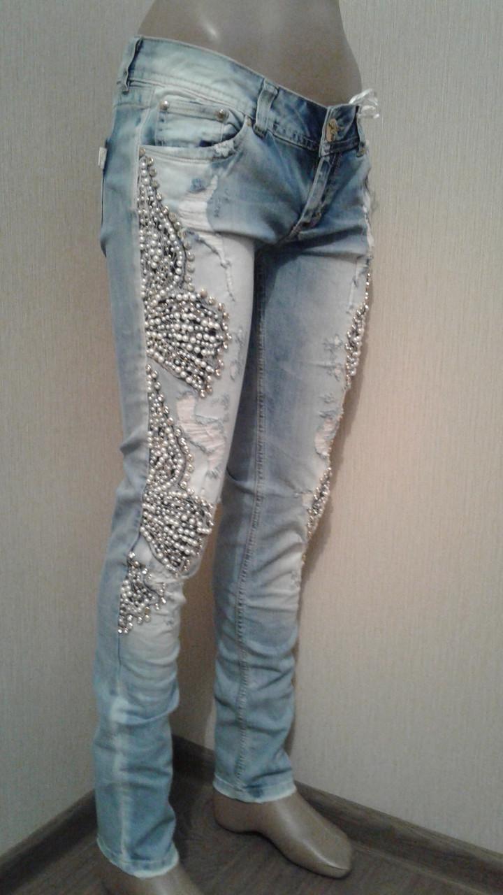 9581e60648cb Женские джинсы зауженные с вышивкой усыпаны стразами и бусинами : продажа,  цена в ...