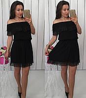 Красивое женское платье из штапеля с кружевом