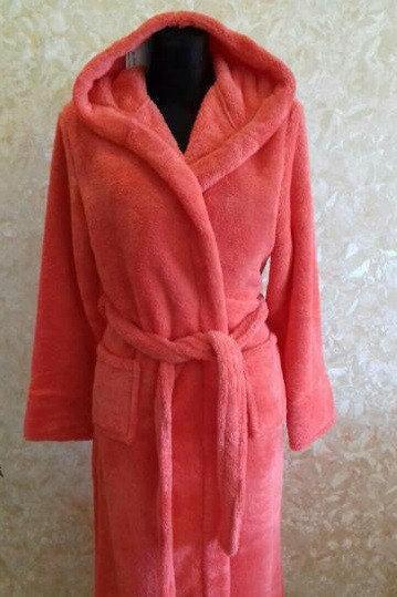 Махровый женский халат, цвет малиновый