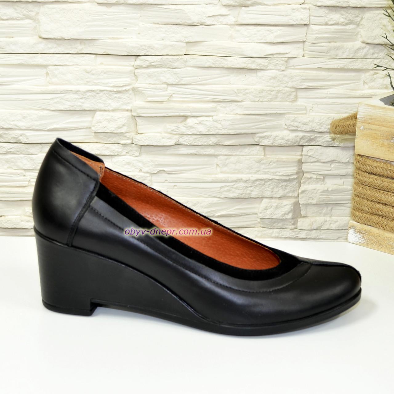 Женские кожаные туфли на удобной танкетке