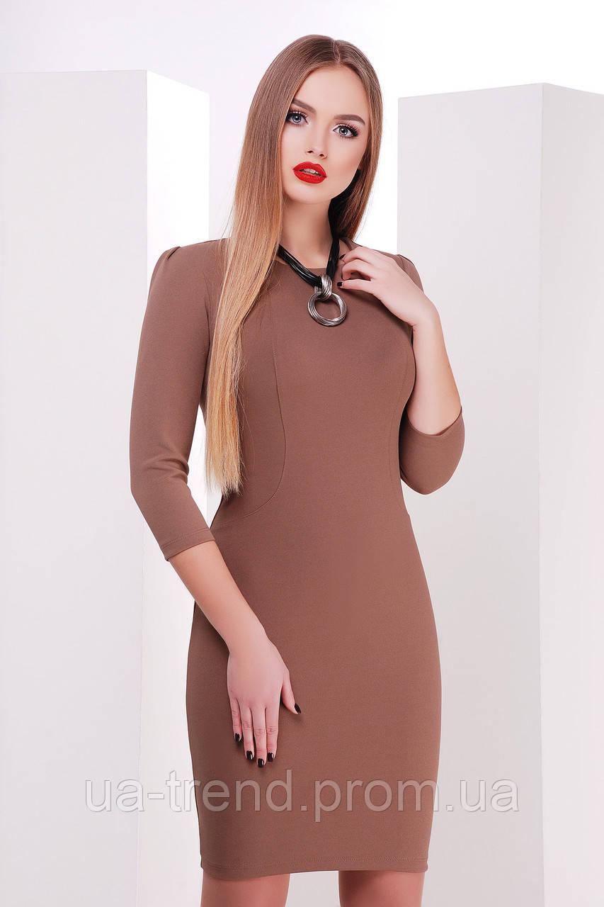 Бежевое платье делового стиля