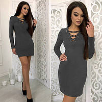 Модное женское платье серого цвета