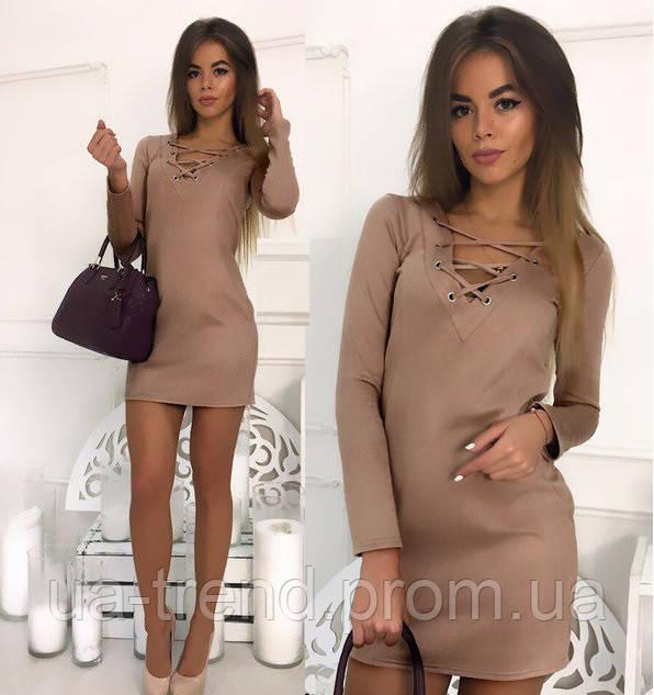 Короткое женское платье с рукавом