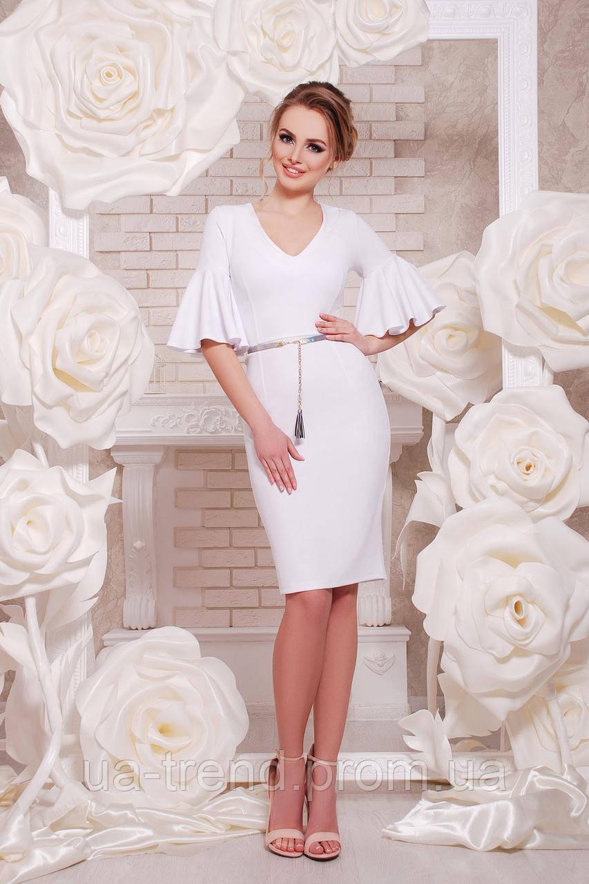 Белое женское платье до колен