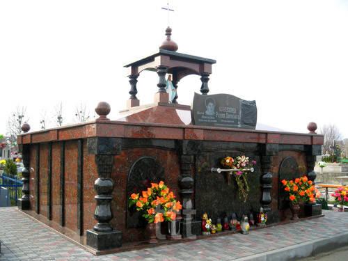 Католический  склеп из гранита №12