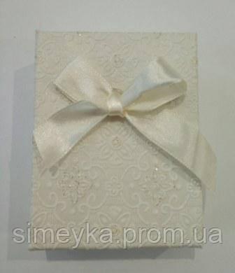 Коробочка подарункова з кремовим бантиком 7 см * 9 см.