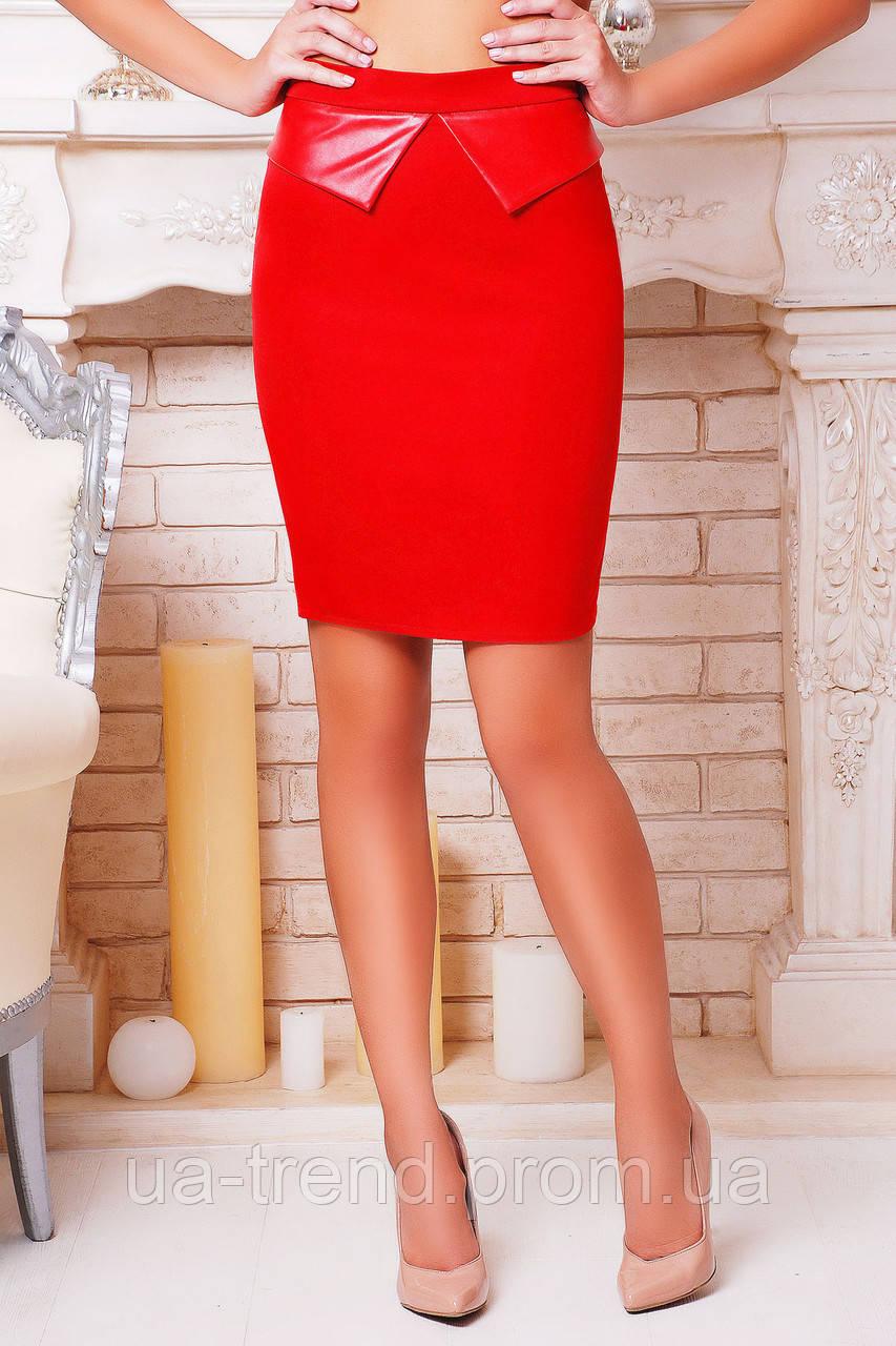 Стильная женская юбка красного цвета
