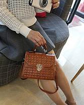 Трендовая сумка сундук с мраморным оттенком и заклепками, фото 2
