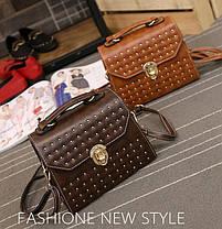Трендова сумка скриня з мармуровим відтінком і заклепками, фото 2
