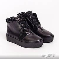 Черные демисезонные ботинки из натуральной кожи, вставками натуральной замши с блестками, на низком ходу