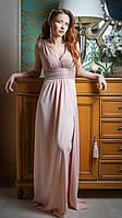 Длинное вечернее платье c разрезом в персиковом (пудра) цвете