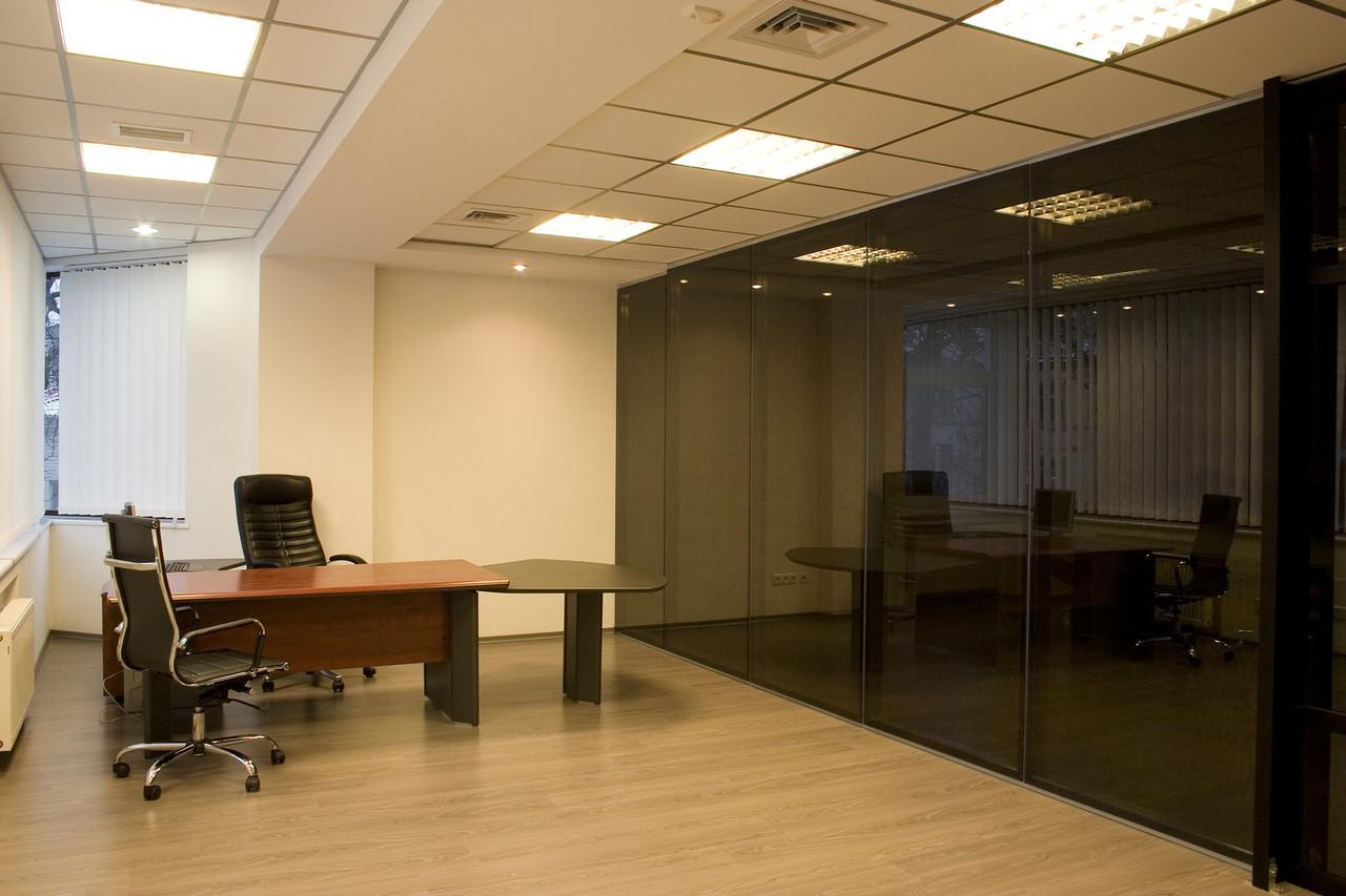 Стеклянная офисная перегородка