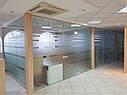 Стеклянные перегородки с маятниковыми дверьми, изготовление и установка, фото 5