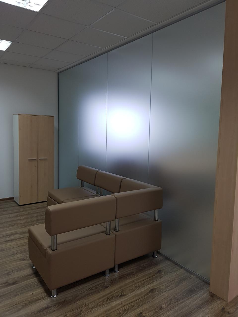 Перегородки из стекла для офисов и торговых центров, изготовление и установка