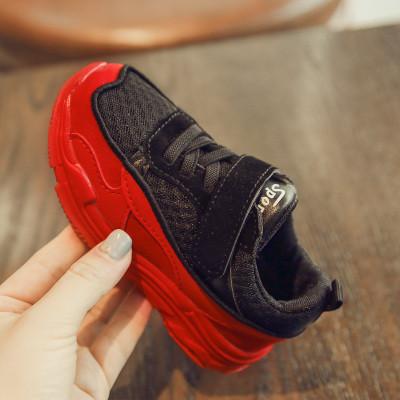 Спортивные кроссовки на липучке
