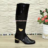 Женские зимние кожаные сапоги, декорированы брошкой, каблук устойчивый., фото 1