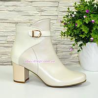 Бежевые женские демисезонные ботинки на невысоком каблуке. Натуральная кожа и лаковая кожа., фото 1