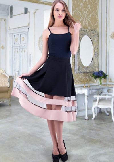 Черная юбка с бежевыми полосками