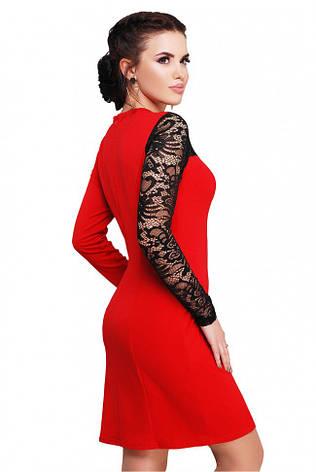 ce946f26bad Приталенное красное платье с вставкой из черного гипюра с длинным рукавом