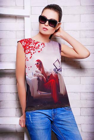 """Стильна сіро-чорна жіноча футболка без рукавів з принтом Дівчина в машині """"Classic"""", фото 2"""
